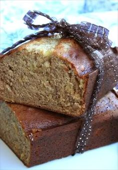 Banana Pineapple Bread - looks delicious!  Try it with gf flour and coconut palm sugar.