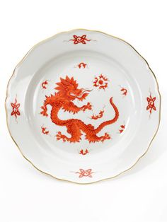 Inspired by imported goods from Asia, Meissen's Ming Dragon was first painted in An ancient and potent symbol in Chinese art, the dragon was long reserved for the exclusive use of the emperor and his sons. Pink Dinner Plates, Dinner Plate Sets, Porcelain Dinnerware, China Porcelain, Dinnerware Sets, Fine China Patterns, Dragon Plate, Plate Design, Fine Linens