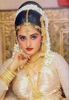 Most Beautiful Bollywood Actress, Indian Bollywood Actress, Bollywood Girls, Beautiful Actresses, Indian Actresses, Bollywood Actors, Bollywood Celebrities, Indian Bridal Outfits, Indian Bridal Makeup