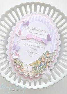 Conejo de Peter de la chica de la mariposa invitación de