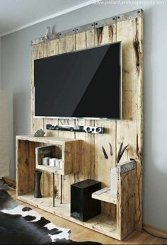 Wooden Pallet Furniture Meuble TV Palette - DIY TV Stand Ideas - You may think that having a TV stand is not really important. Just pick any suitable furniture around your living room and put your Pallet Walls, Wooden Pallet Furniture, Diy Furniture, Wood Pallets, Furniture Plans, Pallet Wood, Furniture Projects, Furniture Styles, Upcycled Furniture