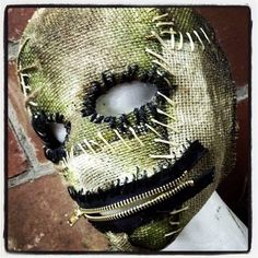 Zip-IT Sinister FX Half mask made from burlap and latex. hand painted and hand stitched with functioning zipper mouth and an elastic back. Scarecrow Mask, Halloween Costumes Scarecrow, Halloween Kostüm, Halloween Cosplay, Halloween Makeup, Creepy Masks, Cool Masks, Clown Maske, Burlap Halloween