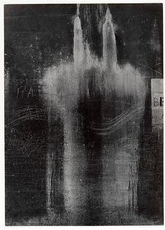 Chicago - Aaron Siskind (1951) Photography Themes, Texture Photography, Abstract Photography, Creative Photography, Fine Art Photography, Street Photography, Aaron Siskind, Dark Drawings, Willem De Kooning