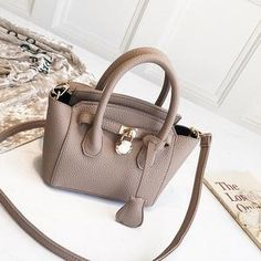 Casual Women Crossbody Bags – sherazad shop Fashion Bags, Trendy Fashion, Vintage Fashion, What I Wore, Vegan Leather, Street Fashion, Crossbody Bags, Casual, Leather Handbags
