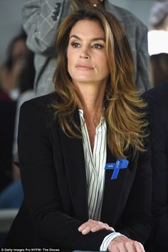 cindy crawford Amazing:The ageless beauty styled her brunette locks loose with a slight wave Front Hair Styles, Hair Front, Black Men Hairstyles, Quality Wigs, Lace Hair, Short Wigs, Blonde Wig, Silky Hair, Wigs For Black Women