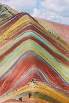 Rainbow mountain in Peru! Cusco's glorious colors are truly a magical sight to s… Machu Picchu, Oh The Places You'll Go, Places To Travel, Magic Places, Peru Travel, Travel Packing, Packing Lists, Travel Hacks, Travel Essentials
