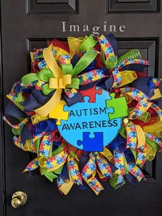 Autism Awareness Crafts, Autism Crafts, Teacher Wreaths, School Wreaths, Christmas Mesh Wreaths, Door Wreaths, Diy Wreath, Wreath Crafts, Wreath Ideas