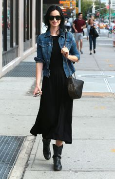 For an edgy and casual look, wear a navy denim jacket with a black maxi dress — these two items play beautifully together. Why not complete your outfit with black leather mid-calf boots for an extra touch of style? Looks Style, Style Me, Outfit Vestido Negro, Casual Outfits, Cute Outfits, Look Fashion, Womens Fashion, Mode Inspiration, Look Chic