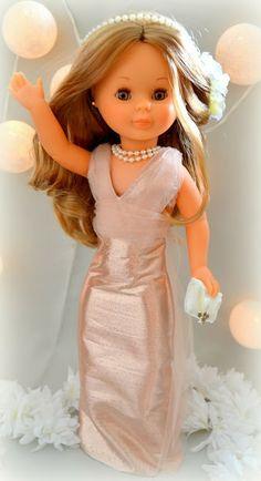 Nancy enfermera vestida de gala