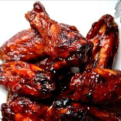 Bakeaholic Mama: Oven Baked Sriracha and Beer BBQ Chicken Wings and Pasta Salad. Both recipes sound good! Chicken Wings Spicy, Barbecue Chicken, Beer Chicken, Barbecue Sauce, Sticky Chicken, Bbq Sauces, Garlic Chicken, Fried Chicken, Oven Chicken Recipes