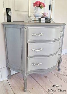 Adorable for boudroir or little girls room Mimi's Vintage Charm.: French Linen Dresser on the body/French Linen & Old White mixed for the drawer fronts. Furniture Ads, French Furniture, Repurposed Furniture, Furniture Projects, Furniture Making, Furniture Makeover, Dresser Makeovers, Furniture Design, Cheap Furniture
