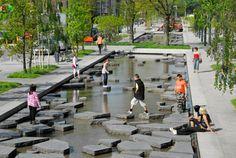 Imagen 1 de 6 de la galería de 4 espacios públicos que destacan por incluir el agua en la vida urbana. © Buro Sant en Co