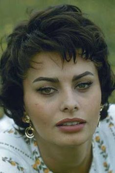 Portrait of Italian actress Sophia Loren as she poses on the grass by the Via Ap. - Portrait of Italian actress Sophia Loren as she poses on the grass by the Via Appia antica (or Appi - Hollywood Glamour, Classic Hollywood, Old Hollywood, Sophia Loren Images, Italian Actress, Italian Beauty, Foto Art, Classic Beauty, Most Beautiful Women