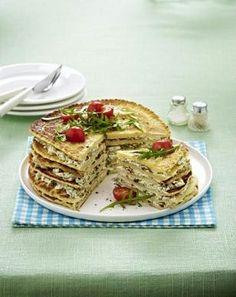 Pfannkuchentorte mit Tomaten-Frischkäsefüllung