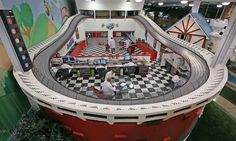 Localizada em Pittsburg, nos Estados Unidos, a Invention Land é a maior fábrica de invenção de brinquedos de toda América. Por ano a empresa cria cerca de 2.400 brinquedos. E como inspirar tanta criatividade?
