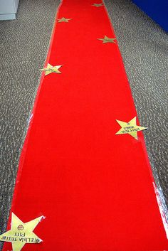 Red Carpet Walk of Fame - Movie Party Decorations | Photo: Jzee #flickr | CC BY-NC-ND 2.0 http://creativecommons.org/licenses/by-nc-nd/2.0/deed.de
