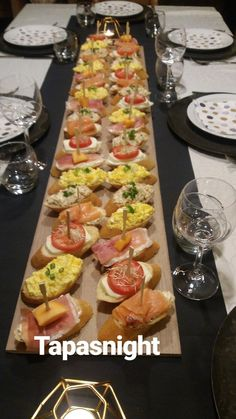 Tapas - Birne in Ibericoschinken - Madrid - Party Snacks, Appetizers For Party, Appetizer Recipes, Charcuterie And Cheese Board, Charcuterie Platter, Comida Picnic, Party Food Platters, Good Food, Yummy Food