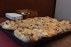 ŽENA-IN - Kváskové chlebové placky se slaninou Banana Bread, Pizza, Cooking, Desserts, Recipes, Food, Kitchen, Tailgate Desserts, Deserts