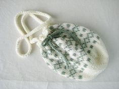 Strikka skulderveske Knitted Hats, Crochet Hats, Pompadour, Hug, Beanie, Knitting, Fashion, Knit Hats, Knitting Hats