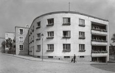 Bertoni apartment house, architect Stefan Tworkowski, built between 6 Dynasy Street, photo: Raster Gallery Photography Gallery, Old Buildings, Abandoned Houses, Beautiful Buildings, Old Photos, Modern Architecture, Art Deco, Street View, City
