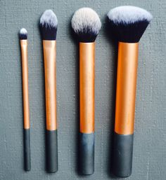 The Real Techniques Flawless Base Set features a contour brush, detailer brush, buffing brush, square foundation brush, and brush cup. Find professional makeup tools at Real Techniques! Liquid Foundation Brush, Foundation Application, Makeup Application, Real Techniques, Makeup Techniques, Contour Brush, Cleansing Gel, Core Collection, Professional Makeup