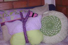 https://flic.kr/p/8uuLDV | Super Colorido!!!! | Corujas... Borboletas... Almofadas de croché e fuxico... aconchegue-se no meio dessa bicharada e lei um bom livro... ou.... se tem um lap top dê uma passeada pelo flickr e inspire-se!!!!!