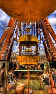 I strangely like the morbidity of this photograph and why the Ferris Wheel is abandoned. (Chernobyl)