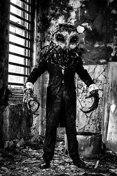 I thought the Owl mask from Stagefright (1987) was creepy; this one from Lord Of Tears is officially worse!