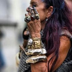 Michelle Lamy – Love everything about this pic! Esp her bracelets Michelle Lamy – Love everything about this pic! Esp her bracelets - My Accessories World Tribal Jewelry, Jewelry Art, Jewelry Accessories, Jewelry Design, Jewlery, Ancient Egyptian Jewelry, Advanced Style, Schmuck Design, Wearable Art