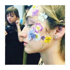 """♢ Is there ever a time @thevalgarland doesn't nail it!!! 👏🏽🌸🌼🌸👏🏽 Talking of the look she created for @preenbythorntonbregazzi she says.... """"She's nymph-like, like she fell in to the woods and flowers.."""" 🌸🍄✨ LOVE LOVE LOVE ✨ #LFW #valgarland #preen // RG via @tv3xpose ♢"""
