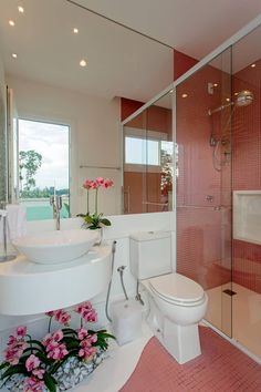 Ideas For Bathroom Design Small Bathtub Sinks Bathroom Mirror With Shelf, White Bathroom Tiles, Bathroom Wall Decor, Bathroom Layout, New Bathroom Designs, Modern Bathroom Design, Bathroom Interior Design, Small Bathtub, Small Bathroom