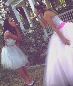 Photography Ideas with your Dama | Quinceanera Photography | Quinceanera Ideas |