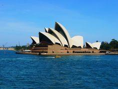Sydney Opera House w Sydney to jeden z najbardziej charakterystycznych punktów miasta. Opera budowana w latach 1957-1973 do dziś wzbudza zachwyt.