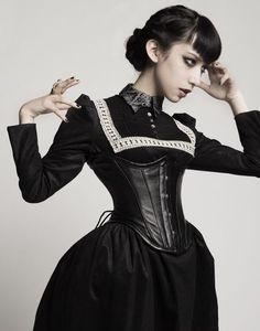 Gothic Fashion And You - Learn What It Takes. Many people believe that you have to spend a ton of money if you want to look fashionable. Gothic Girls, Gothic Lolita, Victorian Fashion, Gothic Fashion, Steampunk Fashion, Estilo Dark, Style Lolita, Mode Sombre, Dark Fashion
