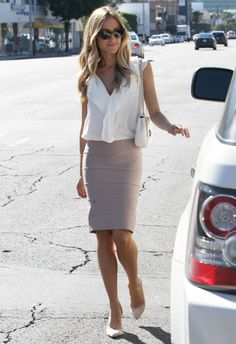 Kristin Cavallari wearing Oliver Peoples Haley Sunglasses in Brown Tortoise, Mulberry lily bag,
