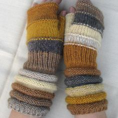 Gold ocher fingerless as the gold mine. Unmatched Hand by dwarfs