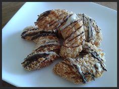 Dit zijn simpele koekjes, maar superlekker als je van amandelen houdt. De kokos geeft een subtiel smaakje, maar overheerst niet. Maak de ma... Cooking Cookies, Pie Cake, Cake Cookies, Cookie Recipes, Almond, Pork, Herbs, Sweets, Baking
