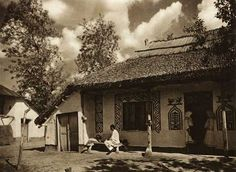 Romania - old photos - by Kurt Hielscher Romania People, Transylvania Romania, Rural House, Good Old Times, Traditional House, Old Photos, Countryside, Places To Visit, Around The Worlds