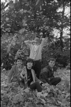 The Smiths at Kew Gardens, London, England ― photo by Derek Ridgers. The Smiths Lyrics, Goth Bands, The Smiths Morrissey, The Queen Is Dead, Johnny Marr, Visual Aesthetics, Charming Man, Britpop, Kew Gardens