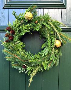 How to Make a Simple Holiday Pine Wreath. Watch a video and learn how to use festive pine and woodland green boughs to make a festive fall or winter wreath. Thanks to Eva from the @the_Wreathouse on Instagram for letting us feature! #wreaths #winter #holidays