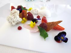 so pretty! from 2-Michelin starred L'air du temps restaurant in Belgium.