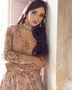 63 Ideas indian bridal accessories jewelry desi wedding for 2019 Indian Bridal Couture, Indian Bridal Outfits, Indian Dresses, Indian Bridal Jewelry, Asian Bridal Dresses, Pakistani Outfits, Bridal Jewellery, Wedding Jewelry, Bridal Looks