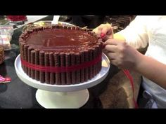 Bolo de Chocolate dos Deuses - YouTube