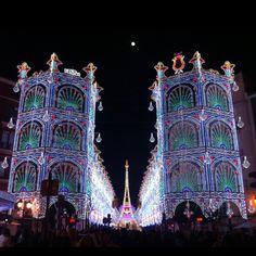Fallas de Valencia 2012,calle iluminada Sueca-Literato Azorín