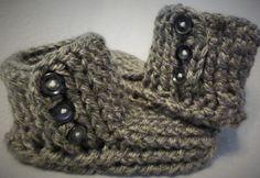 Crochet Slipper boots tutorial - (One stop slipper sock part 1 of Crochet Baby Bibs, Crochet For Boys, Crochet Baby Booties, Crochet Slippers, Crochet Fall, Chunky Crochet, Love Crochet, Irish Crochet, Crochet Flowers