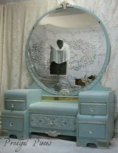Gorgeous Waterfall Art Deco Vanity Dresser with Bench - Shabby Chic Style featuring Intricate Carvings Large Round Mirror - (from Prodigal Pieces) - this piece is so gorgeous I am green with good-natured envy. - DIY Home Decor Art Deco Vanity, Shabby Chic Dresser, Waterfall Furniture, Waterfall Art Deco, Shabby Chic Style, Art Deco Furniture, Shabby Chic Bathroom, Shabby Chic Furniture, Chic Furniture