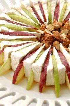 #TapasSpanishFood Snacks Für Party, Appetizers For Party, Appetizer Recipes, Brie Appetizer, Vegetarian Appetizers, Appetizer Ideas, Canapes Ideas, Gourmet Appetizers, Simple Appetizers