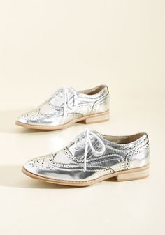 Talking Picture Oxford Flat in Silver. And now for your feature presentation - these metallic silver wingtips! #silver #bride #modcloth