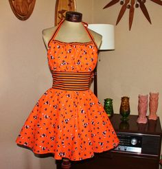 Vintage Fabric Halter Apron. Halloween Print. Betty Lou Makes Caramel Apples.