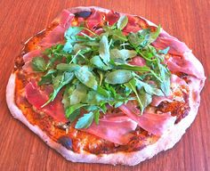 Pizza með hráskinku, gráðaosti, valhnetum og rucola - www.minitalia.is